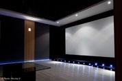 Réalisation d'une salle de cinéma privée avec panneaux acoustiques